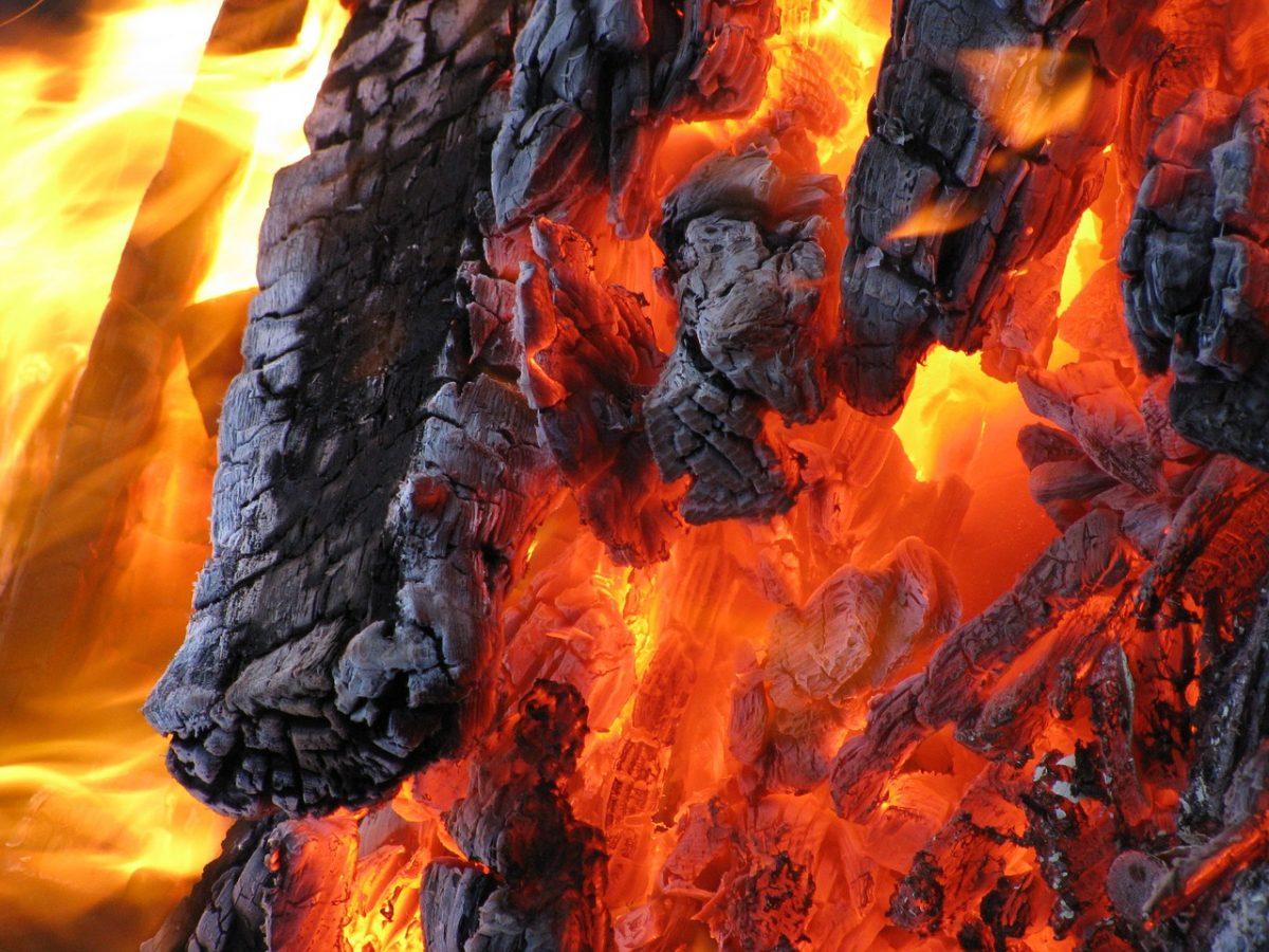 fire-770109_1280-1200x900.jpg
